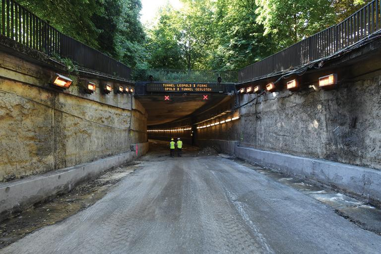 How do you renovate the longest tunnel in Brussels without causing huge traffic jams?